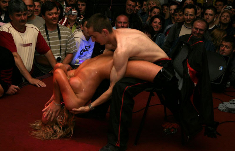 Эротические шоу представления клуб ночное время