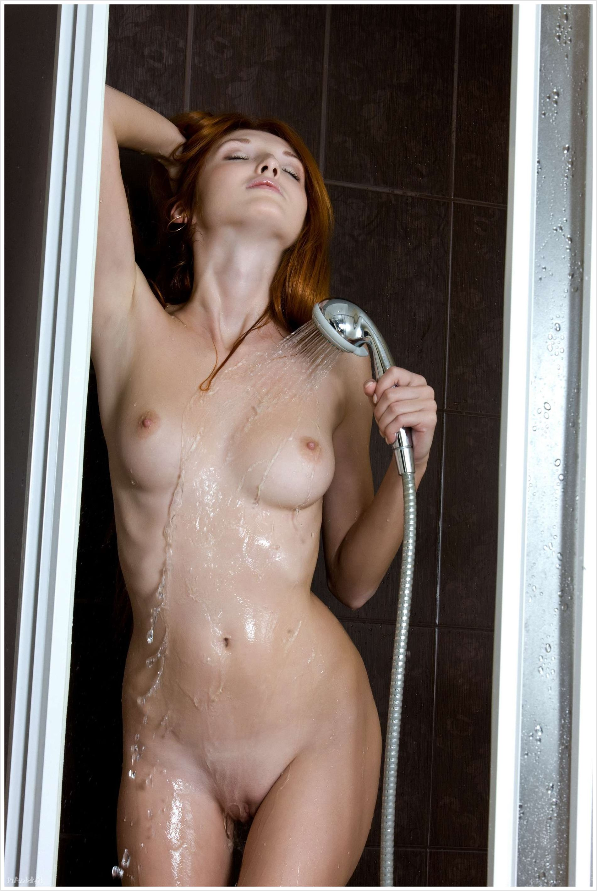 En naked shower video