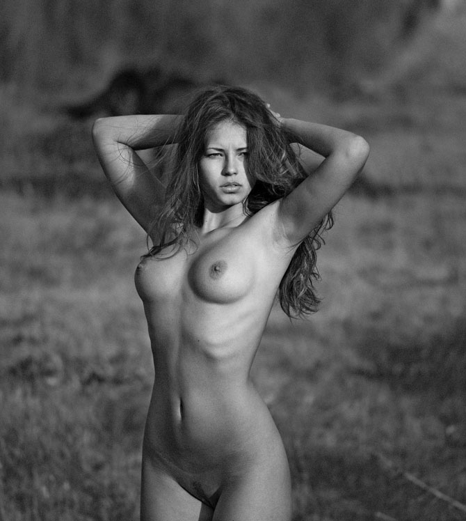 Голая Девушка Черно Белая