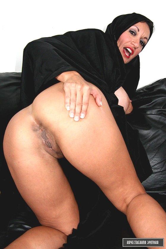 Nude arab ladies having sex