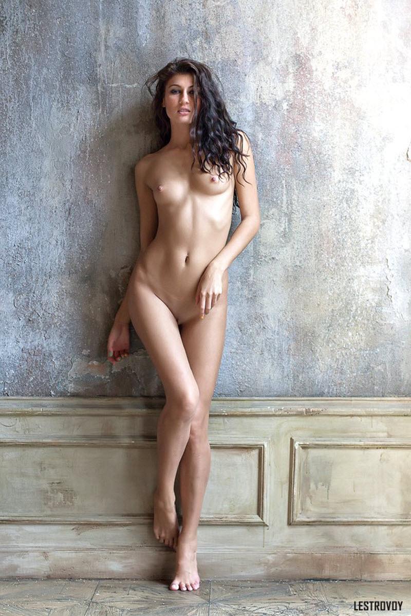 Nude headlines